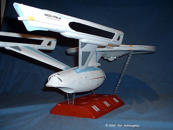 Starship Modeler - Polar Lights' 1/350 Refit Enterprise